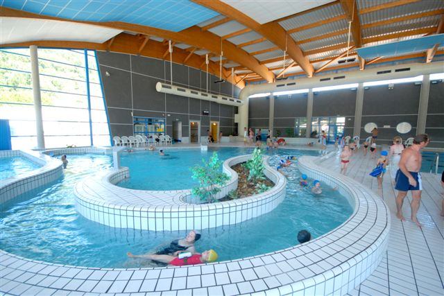 the swimming-pool of Villé: aquatic recreation in the winter (water at 32°C), and outdoor pool in summer